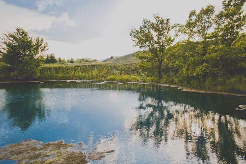 blå djup lake royaltyfria foton