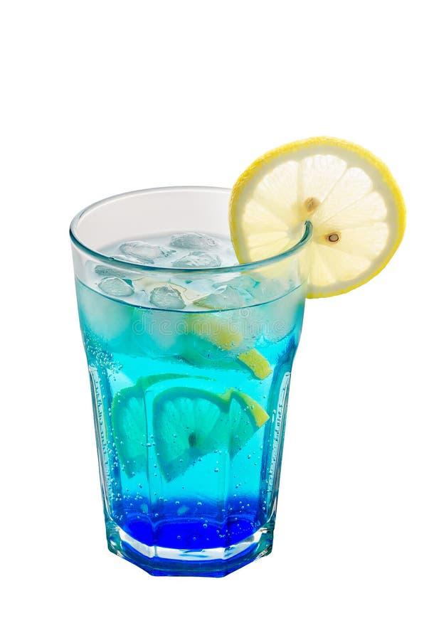 Blå drink med likör och is royaltyfri fotografi