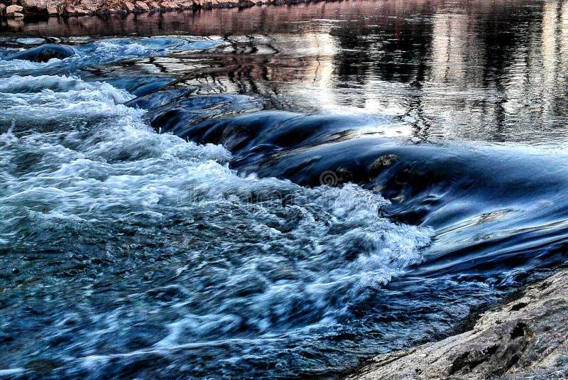 blå flod royaltyfri fotografi