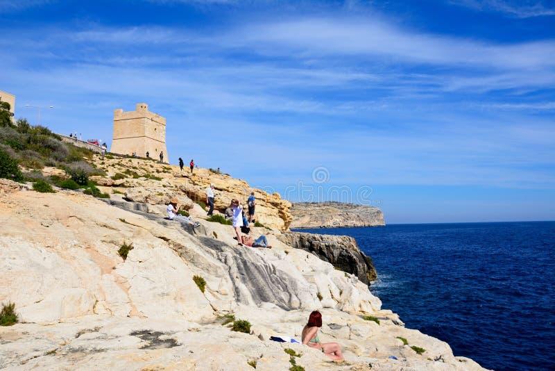 Blå grottawatchtower med havssikter, Malta arkivbilder