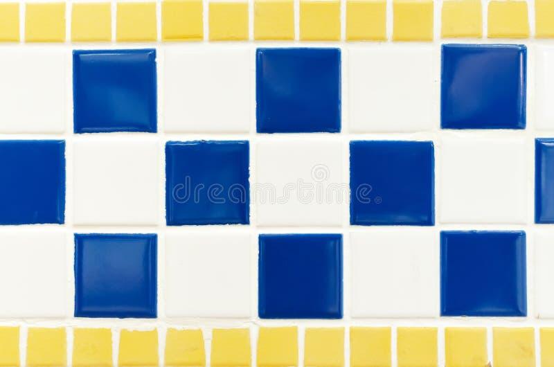 Blå guling och vit belägger med tegel fotoet för hög upplösning för väggen det verkliga royaltyfri bild