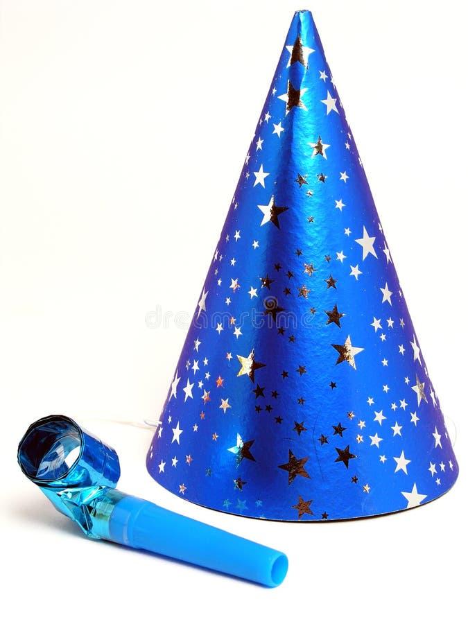 blå hattnoisemakerdeltagare arkivbilder