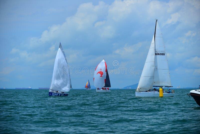 Blå havBatam wonderfull Indonesien, segelbåtar arkivbild
