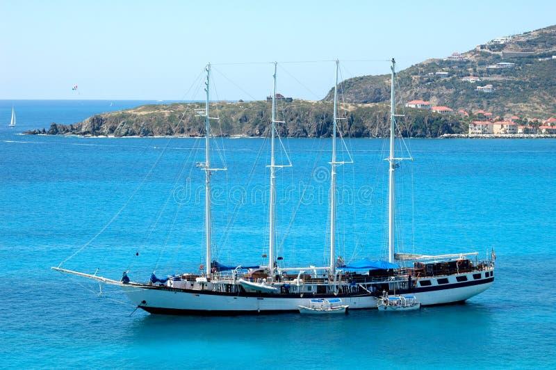 blå havsyacht arkivbild