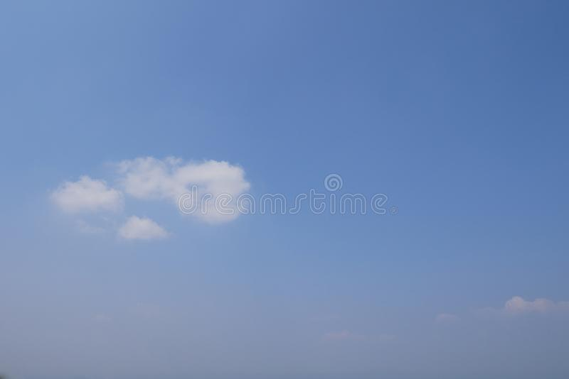 Blå himmel för Abstact bakgrund arkivbild