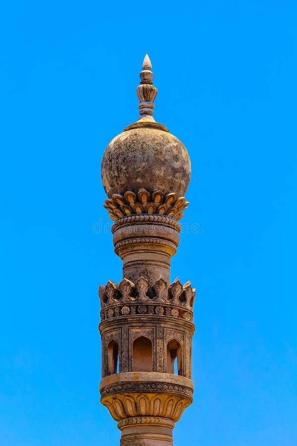 Blå himmel för kyrktorn och för frikänd arkivbilder