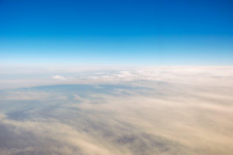 Blå himmel för moln arkivbild