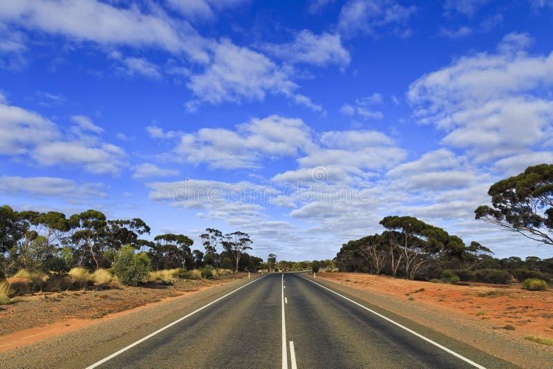 Blå himmel för WA-väg arkivbild