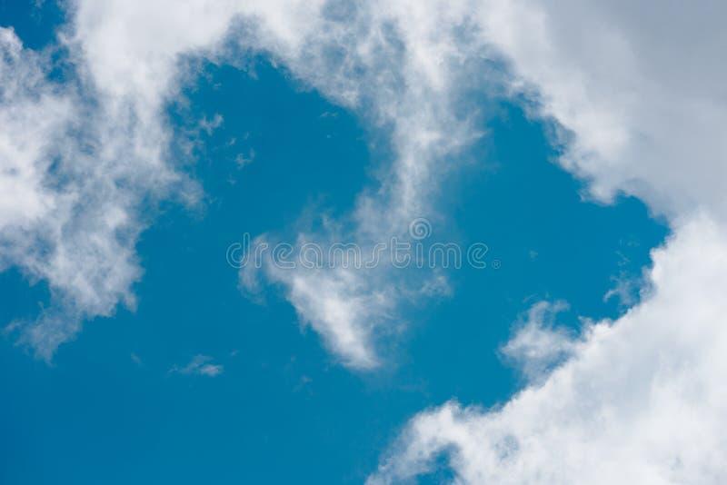 Blå himmel i Carpathian royaltyfri fotografi