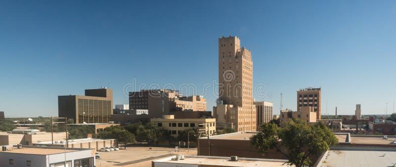 Blå himmel Lubbock Texas Downtown City Skyline för nedgångeftermiddag arkivbild