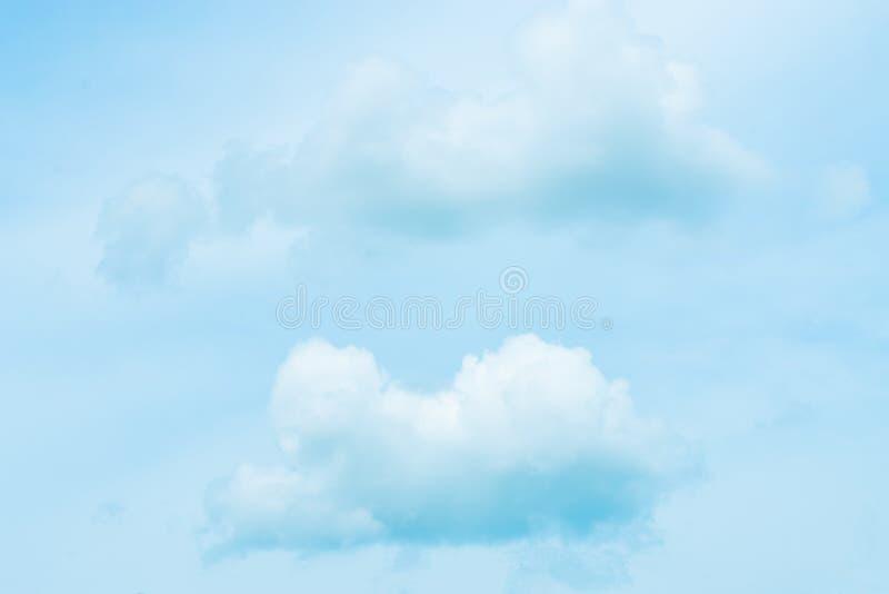 Blå himmel och molnigt arkivbilder