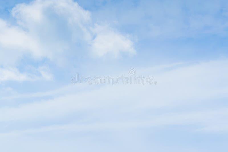 Blå himmel och molnigt royaltyfri fotografi
