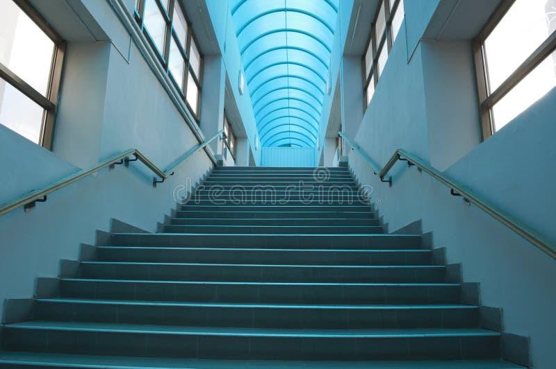 blå inre trappuppgång royaltyfria foton