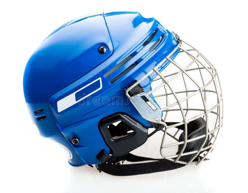 Blå ishockeyhjälm med buren som isoleras på fotografering för bildbyråer
