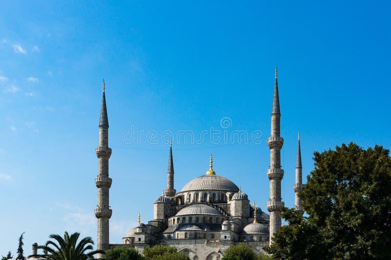 blå istanbul moskékalkon Sikt av yttersida av Sultanahmet arkivbilder
