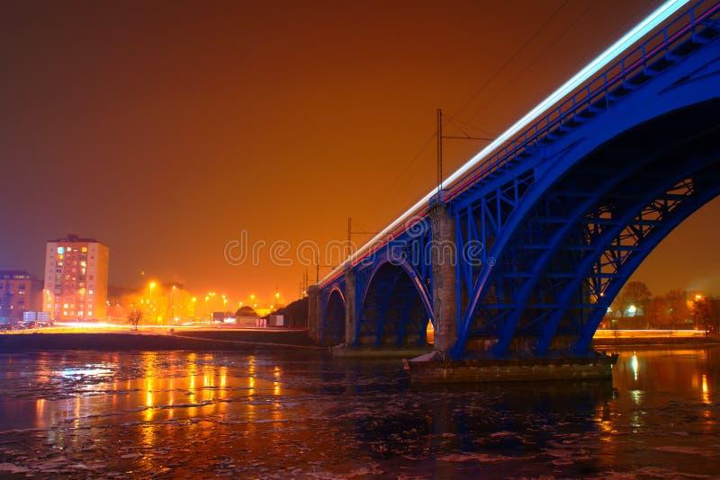 Blå järnvägsbro i Maribor, Slovenien arkivfoto
