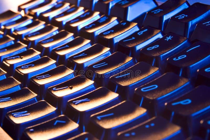 blå kall tangentbordorange arkivfoton