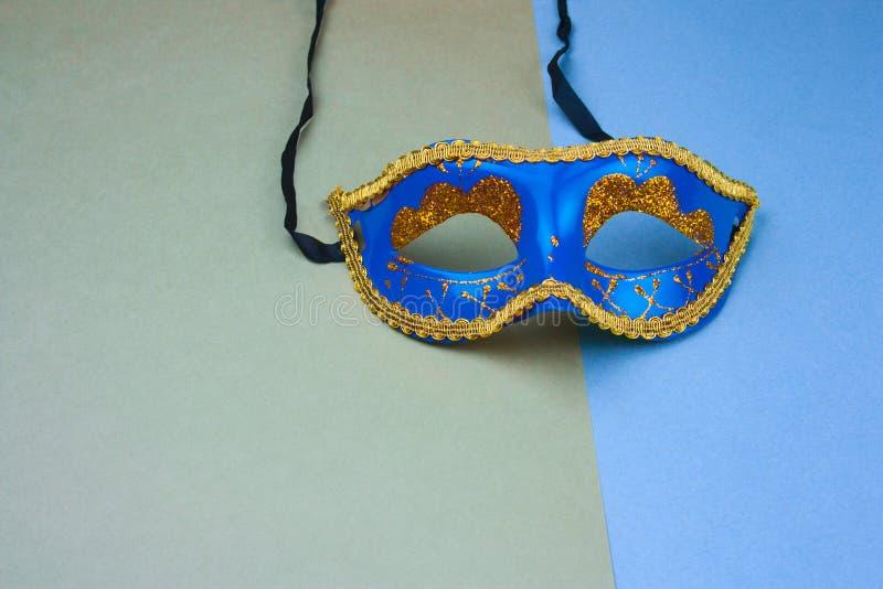 blå karnevalmaskering arkivbild