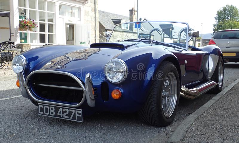 Blå kopia för AC Shelby Cobra vid AK Sportscars UK arkivbild