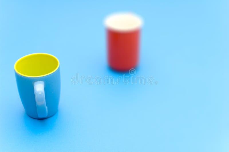 blå koppfokus arkivfoton