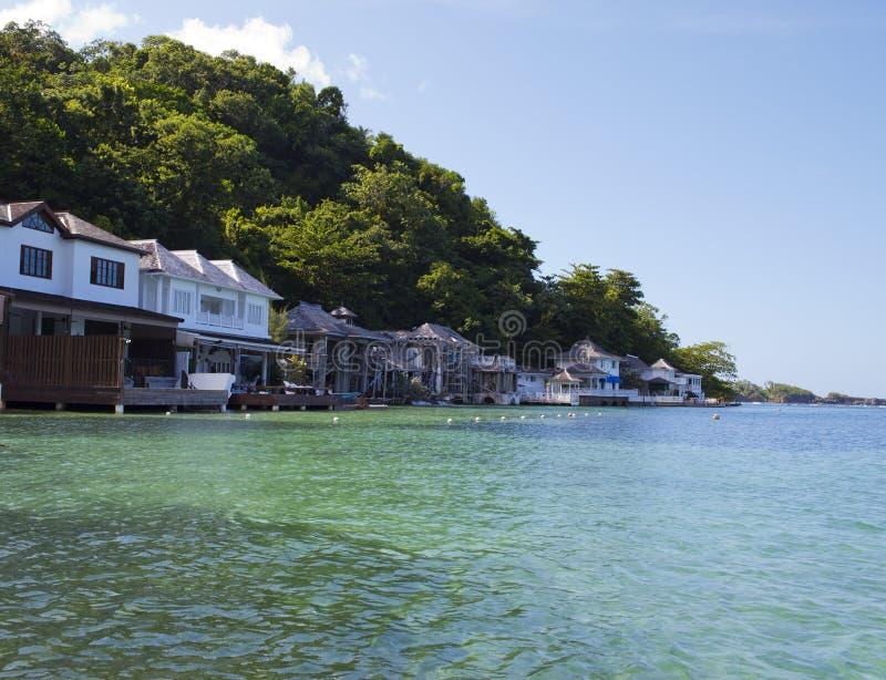 Blå lagun på Jamaica i solig dag arkivfoton