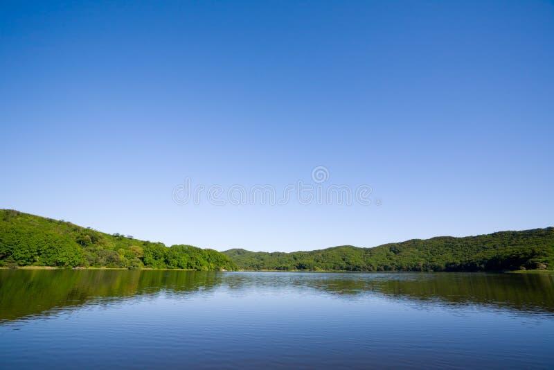 blå lake royaltyfri bild