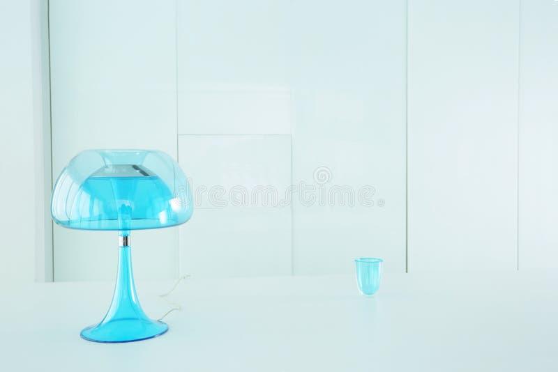 Blå lampa för genomskinlighet royaltyfri bild