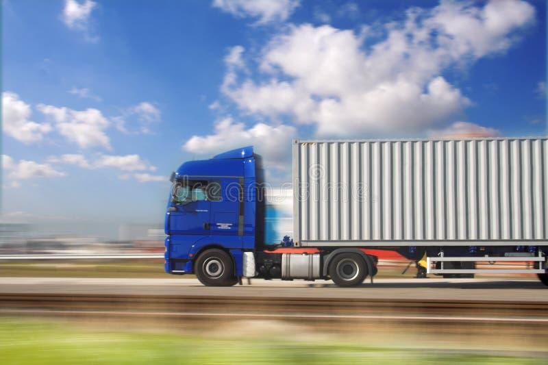 blå lastbil royaltyfri bild