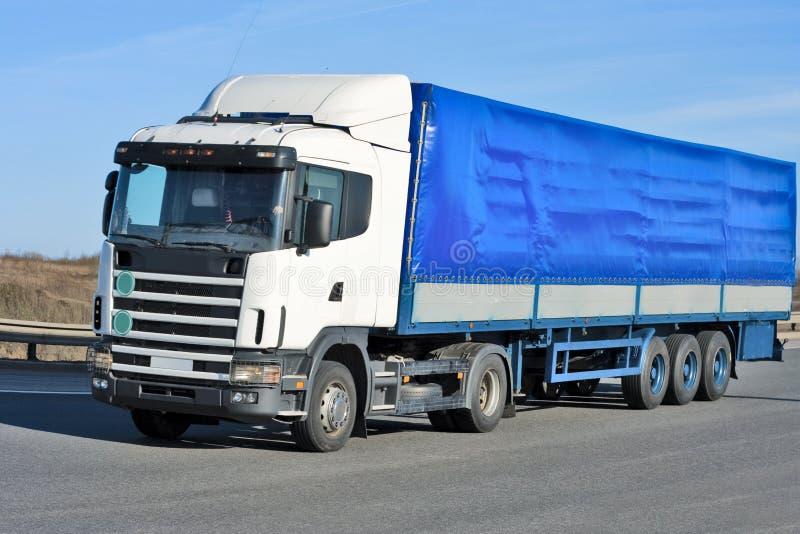 blå lastbil fotografering för bildbyråer