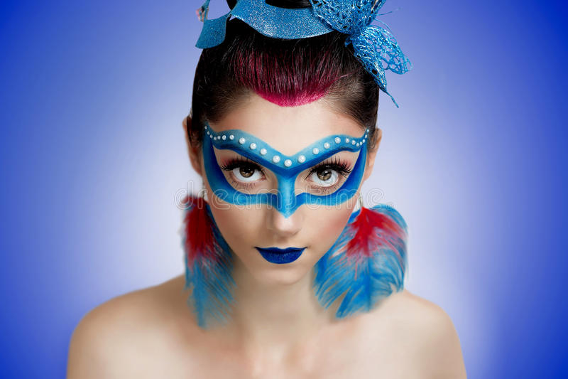 Blå maskeringskvinna royaltyfria bilder