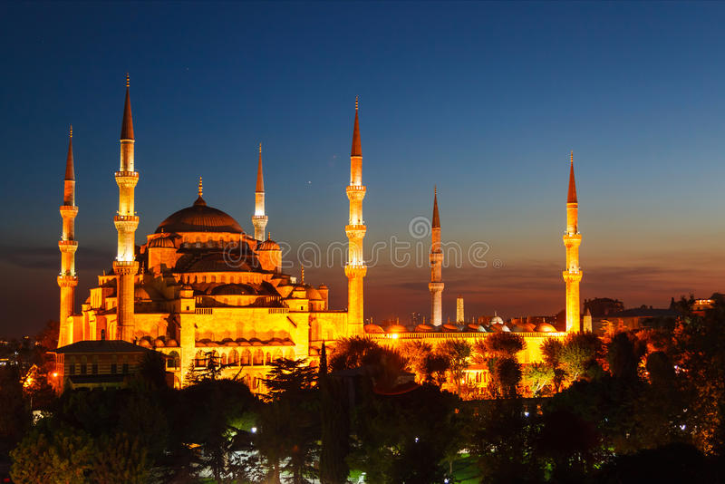 Blå moské i Istanbul, med solnedgång arkivbild