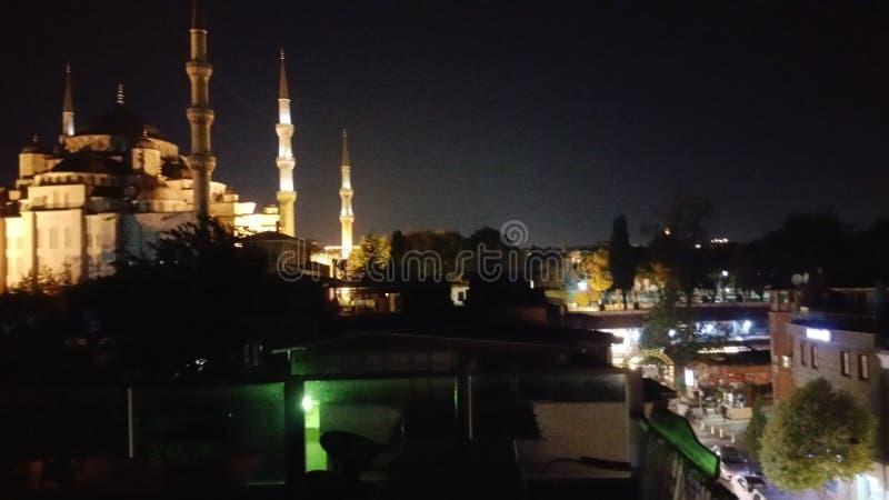 Blå moské i natten arkivbilder