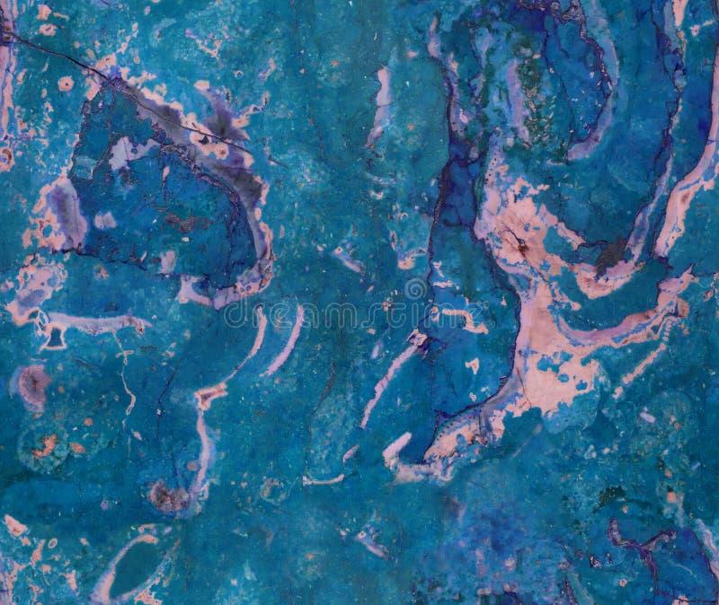 Blå naturlig sömlös bakgrund för modell för marmorstentextur För marmortextur för grov naturlig sten sömlös yttersida med spricko fotografering för bildbyråer