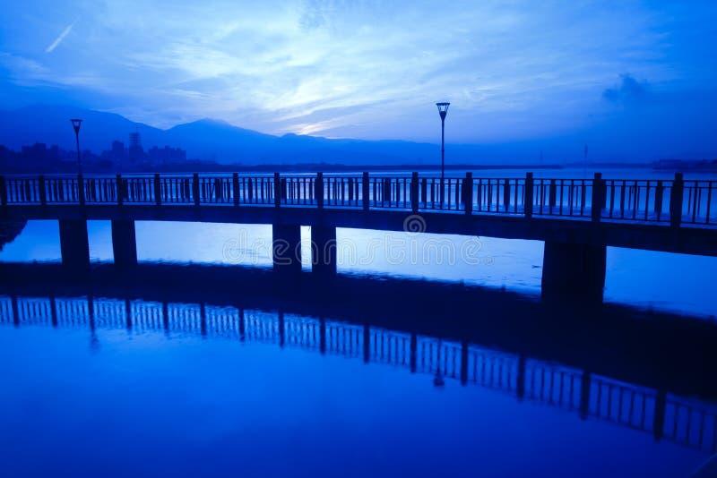 Download Blå Ny Stilsolnedgångtaipei Taiwan Tamsui Arkivfoto - Bild av natur, flod: 19795084