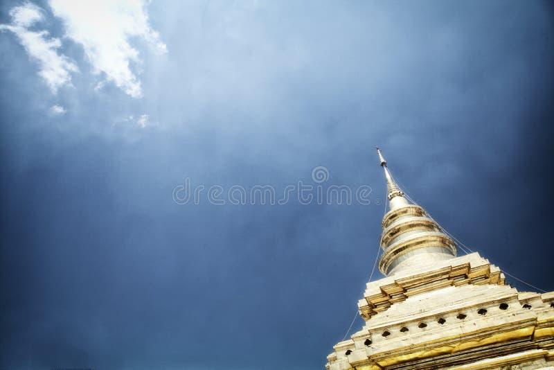 blå pagodasky fotografering för bildbyråer