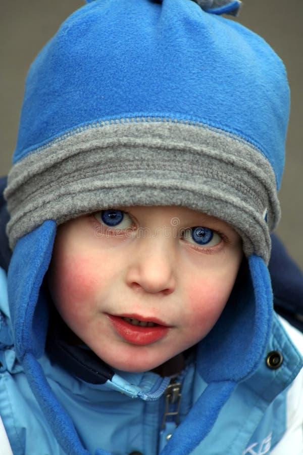 blå pojkehatt little arkivfoton