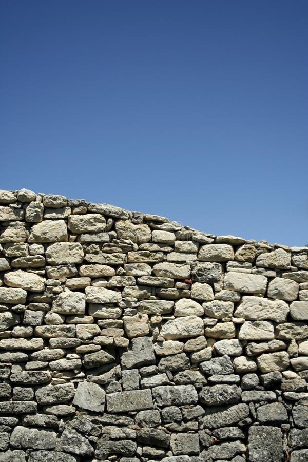 blå provencal skystenvägg arkivfoto