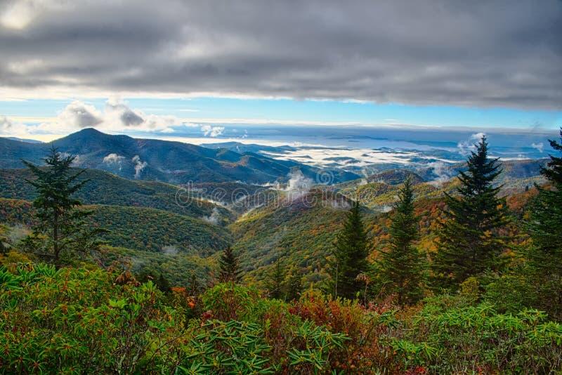 Blå Ridge Parkway National Park Sunrise scenisk berghöst fotografering för bildbyråer