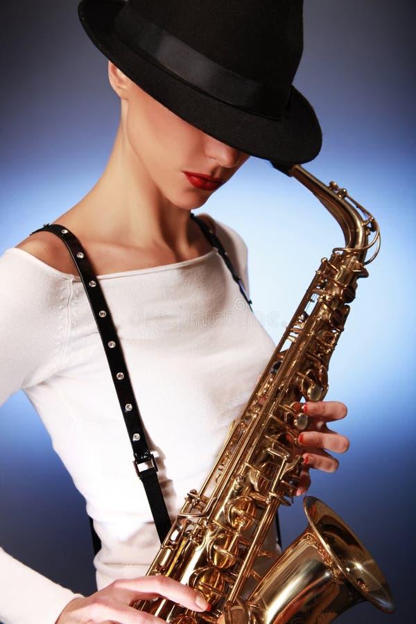 blå saxofon arkivfoton