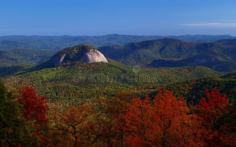 blå scenisk bergkant royaltyfri bild