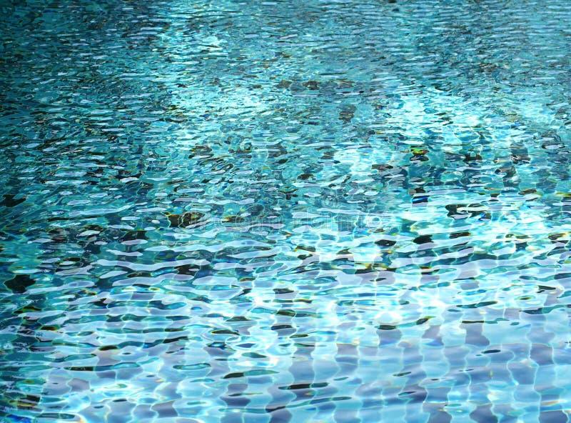 Blå simbassäng skvalpad vattendetalj royaltyfri foto