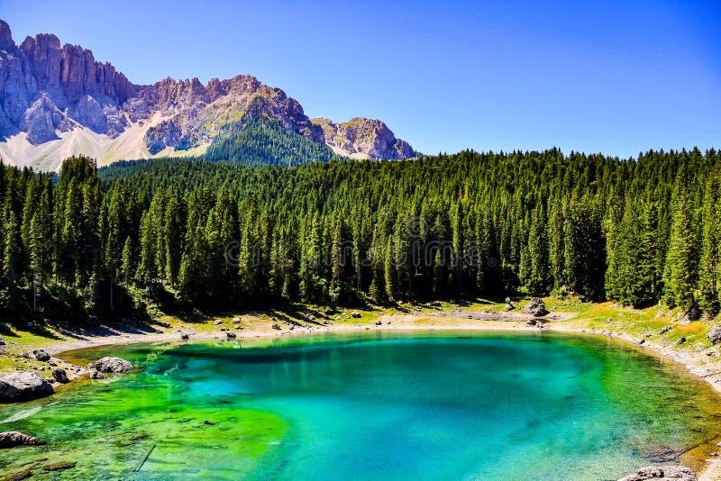 Blå sjö av Italien i bergen, Valtournenche royaltyfri bild