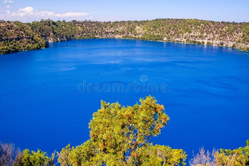Blå sjö - montering Gambier royaltyfri fotografi