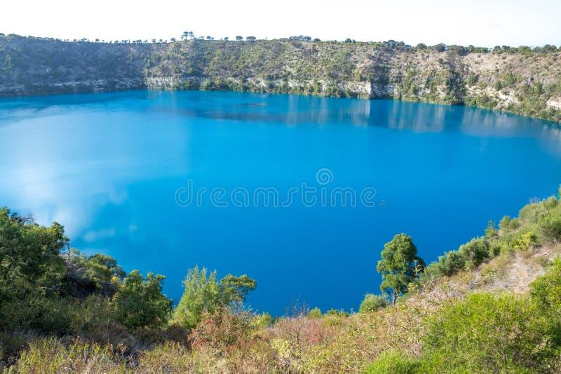 Blå sjö, montering Gambier, Australien royaltyfria foton