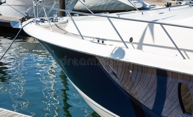 Blå skrov på yachten royaltyfri fotografi