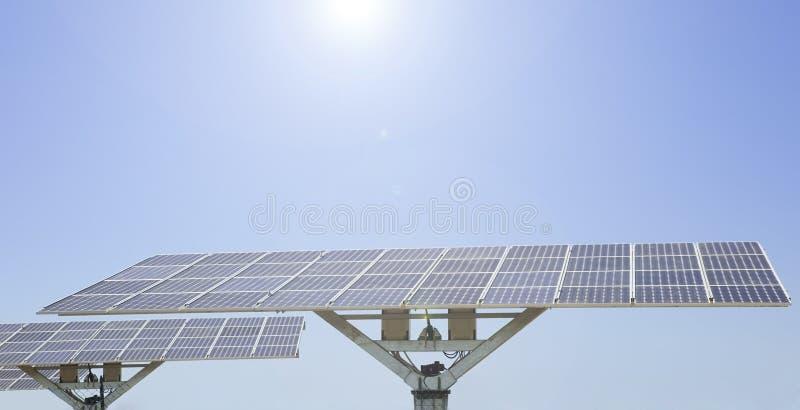 blå sol- panelsky royaltyfri foto