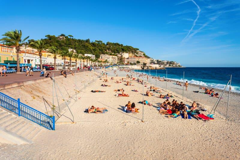 Blå strand för Plage i Nice, Frankrike arkivfoton