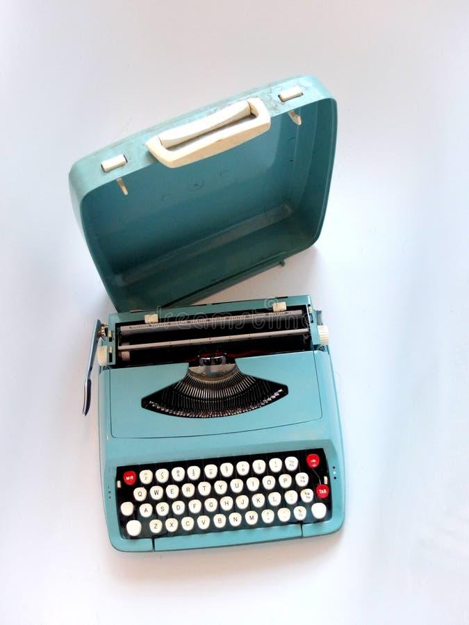 Blå tappninghandbokskrivmaskin fotografering för bildbyråer