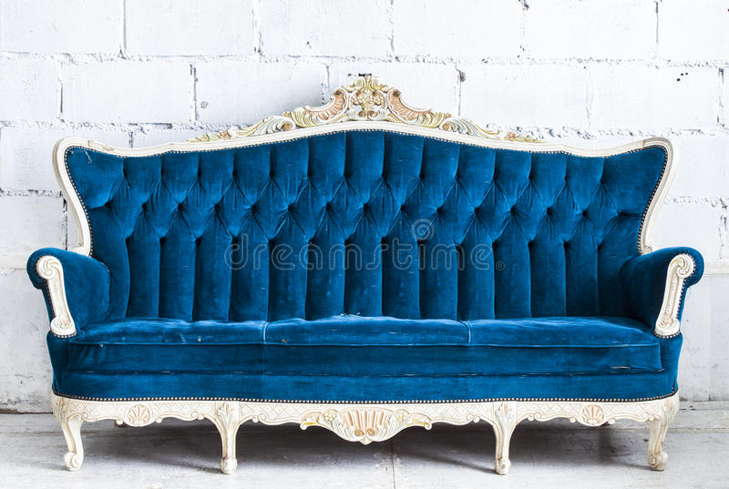 Blå tappningsofa royaltyfri bild