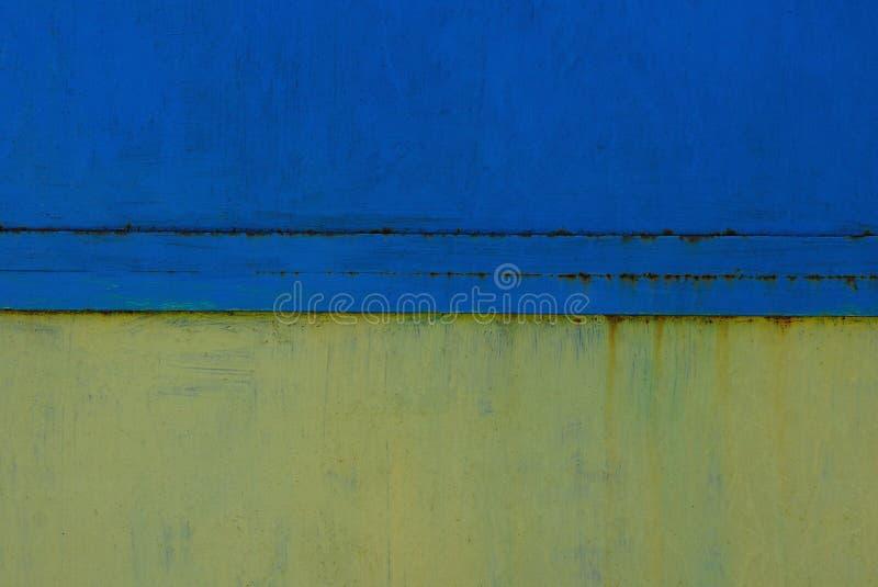 Blå textur för gul metall från den gamla järnväggen royaltyfri bild